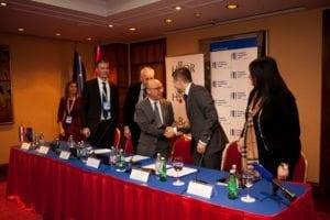 izvozna_konferencija_2016_potpisivanje_ugovora_risk_sharing_eib-1