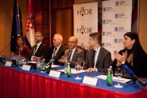 izvozna_konferencija_2016_potpisivanje_ugovora_risk_sharing_eib-2