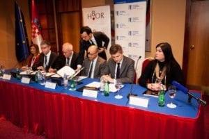 izvozna_konferencija_2016_potpisivanje_ugovora_risk_sharing_eib
